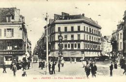 AMIENS  La Place Gambetta Commerces Animée RV - Amiens
