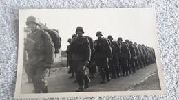 Rare Schönes Foto Soldaten Maschierend Soldat Wehrmacht Militär 2 WK Uniform - 1939-45