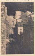 8499) DUBROVNIK - Sehr Schöne Alte Gassenansicht FOTO AK _ Zwischen Alten Häusern - VERY OLD - Kroatien