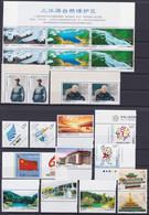 CHINA 2009, Superb Lot Unmounted Mint, Singles, Pairs, Minisheet - Lots & Serien