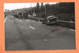 PHOTO ORIGINALE - ACCIDENT DE VOITURE RENAULT 12 - R12 R 12 - VÉHICULES DE POMPIERS - Automobiles