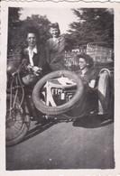 Photo De Particulier WW2 Rhône Lyon Libération  Moto Side Car Marqué F F I  Avec Résistantes RARE Réf 9437 - Lieux