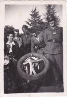 Photo De Particulier WW2 Rhône Lyon Libération  Moto Side Car Marqué F F I  Avec Résistants & Résistantes RARE Réf 9439 - Lieux