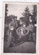 Photo De Particulier WW2 Rhône Lyon Libération  Moto Side Car Marqué F F I  Avec Résistant &  Résistantes RARE Réf 9441 - Lieux