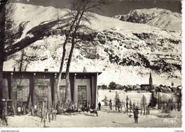 05 Monêtier Les Bains Vers Briançon N°1001 Le Club Méditérranée Postée De La Salle Les Alpes En 1963 Skis Skieurs - Altri Comuni