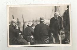 Cp , 29 , AUDIERNE , En Attendant Les Pêcheurs ,vierge , Folklore , Ed. Yvon - Audierne