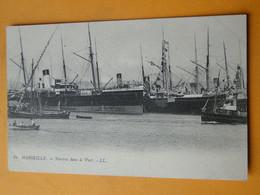 """MARSEILLE -- Navires Dans Le Port - Paquebots , Barque , Bateau De Pêche - Carte """"précurseur"""" - Paquebote"""