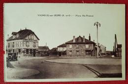 CPA  Provenant D'un Carnet -   Vigneux Sur Seine  ( S.-et-O.) - Place Ste France - Vigneux Sur Seine