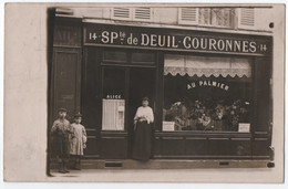 """CARTE PHOTO : MAGASIN """" CHEZ ALICE """" AU PALMIER - SPECIALITE DE DEUIL - COURONNES -ECRITE LEVALLOIS PERRET 1907 ? - Zz - Te Identificeren"""