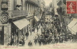 Le Tarn (2e Serie) CASTRES  La Rue Gambetta Défilé De La Fanfare Labouche  RV - Castres