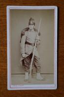 Cdv Photographie Militaire Infanterie 77 Ode Ligne Shako Vers 1875  Par N.PAUL - Guerre, Militaire