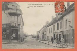 D77 - GUIGNES RABUTIN - RUE DE SERVOLLES -Personnes Et Enfants-Cycliste-Charcuterie-Docks De La Brie-Messageot-Roulottes - Other Municipalities