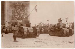 MILITARIA. 14-18  CARTE PHOTO. DEFILE Des TROUPES VICTORIEUSES. LES CHARS D'ASSAUT. 14 JUILLET 1919. - Guerre 1914-18