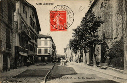 CPA St-JEAN-de-LUZ La Rue Gambetta (412321) - Saint Jean De Luz