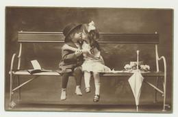 Carte Fantaisie Enfants - Un Baiser Sur Le Banc.... - Portraits