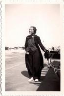 Photo Originale Jolie Pin-Up Handicapée Poliomyélite Cachant Ses Appareils Sous Pantalons Large à Berck (62600) 1930's - Pin-ups