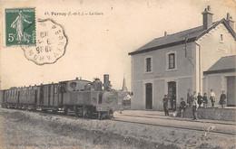 Pernay              37         Intérieur De La Gare Avec Train          (voir Scan) - Andere Gemeenten