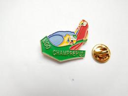 Superbe Pin's Pins En Relief , Zoo De Champrépus , Oiseau Perroquet , Manche - Animals