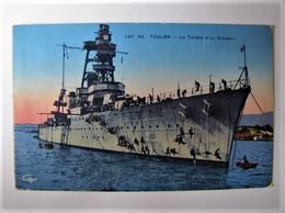 TRANPORTS - BATEAU - La Toilette D'un Croiseur En Rade De Toulon - Guerra