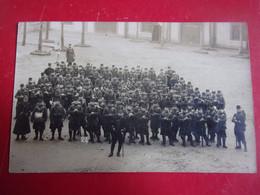 45 Montargis 1907  CARTE PHOTO   DU 82 EME REGIMENT INFANTERIE DANS COUR CASERNE  UNIFORME MUSIQUE - Montargis