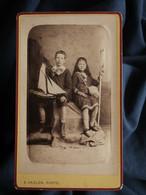 Photo CDV E. Haglon Au Tréport -  Couple D'enfants, Fillette à L'épuisette, Garçon Au Petit Voilier Circa 1880 L562 - Oud (voor 1900)