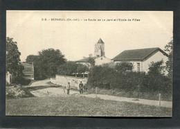 CPA - BERNEUIL (17) - La Route De La Jard Et L'Ecole De Filles, Animé - Other Municipalities