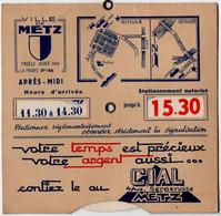 METZ (57) DISQUE De CONTROLE De STATIONNEMENT. PUBLICITE CIAL ( BANQUE ) - Coches