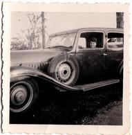 Petite Photo Originale R Jeune Femme Au Volant D'une Bugatti Type 49 De 1934, Jantes Logo & Marche Pied - Cars