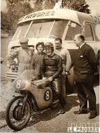 ANCIENNE  PHOTO  MOTO   - 1 Mai 1960  Bourg En Bresse   - Photo  LE PROGRÈS - Automobiles