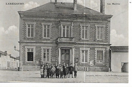 51 - LARZICOURT - La Mairie  (Animée, élèves De L'école ?) - Autres Communes