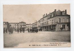 - CPA PONS (17) - Place De La République (belle Animation) - Photo Delboy N° 28 - - Pons