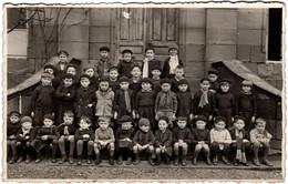 Carte Photo Originale R Scolaire, école De  Garçons - Amusant Groupe D'écoliers Aux Bérets & Blouse Vers 1930/40 - Personnes Anonymes
