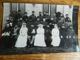 GUERRE 14/18 +MILITARIA:TRES BELLE PHOTO CARTE DE MILITAIRES BLESSES AVEC LEUR INFIRMIERES HOPITAL - War 1914-18