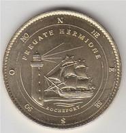 Rochefort Frégate Hermione La Fayette En Mer Devant Le Phare, Médaille Patrimoine, Cadran Indiquant Les Points Cardinaux - Andere