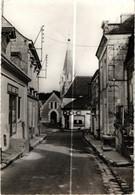 37 . AZAY SUR CHER . RUE DE LA POSTE . 1967 . MAGASIN DOC   (Le Trait Blanc N'est Pas Sur L'original ) - Andere Gemeenten