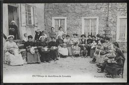 CPA 63 - Le Livradois, Groupe De Dentellières - Otros Municipios