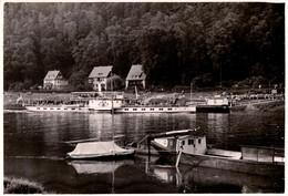 """Photo Originale Bateau à Roue """" Pirna """" à Quai Et Embarquement Avec Péniche Au 1er Plan Vers 1960/70 - Schiffe"""