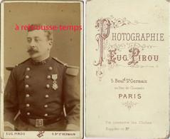 CDV Officier Du 76e Régiment, Médaillé-photo Eugène Pirou à Paris - Guerre, Militaire