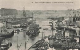 BREST : SORTIE DU CUIRASSE LE HOCHE - Brest