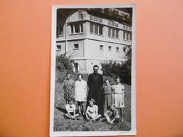 COMBLOUX  ( 74 ) Carte Photo Du Curé Et Des Enfants De Coeurs ?          - Par René BOURDEAU - Combloux