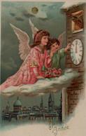 Illustrée Gaufrée Dorée : Deux Anges Sur Un Nuage Devant Une Horloge - Angels