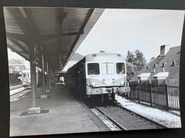 Photographie Originale De J.BAZIN:Ligne De BESANÇON Au LOCLE : Autorail En Gare De LE LOCLE - VILLE En  1975 - Trenes