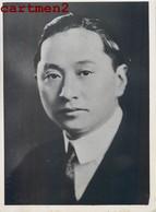 PHOTOGRAPHIE ANCIENNE : CHINA M. WELLINGTON KOO AMBASSADEUR DE CHINE REUNION CONSEIL DE LA S.D.N.  TRAMPUS - Cina