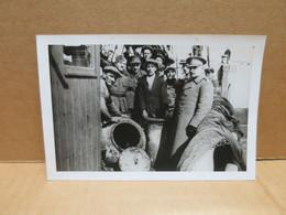 ZEEBRUGGE (Belgique) Photographie Mine Anglaise Guerre 1914-18  Repechée équipage Gros Plan Vers 1930 - Zeebrugge