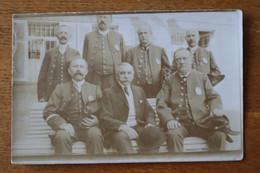 Carte Photo  Les Employés De La Banque De France (avec Plaque De Fonction Et Uniformes)  Et Le Directeur  1910 - Anciennes (Av. 1900)
