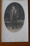 Carte Photo  Homme Avec Plaque De Fonction Et Uniforme Bicorne  Vers   1910 - Old (before 1900)