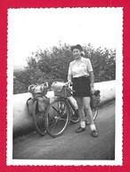 Photographie Datée De 1952 - Pyrénées Atlantiques - Bayonne - Route De Cambo - Tourisme à Vélo - Cycling