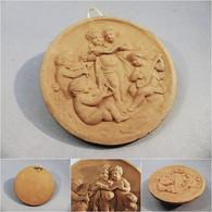 MEDAILLON EN TERRE PUTTI MUSICIENS - Sculpture Musique Bas Relief Médaille Enfant - Altri