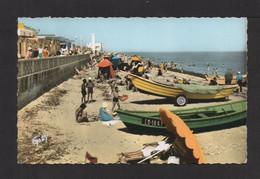 CPSM Pf. 14 . LUC-sur-MER . La Plage . Animation; Barques De Pêche . - Luc Sur Mer