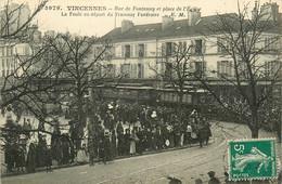 94* VINCENNES   La Foule Au Depart Du Tramway Funeraire – Rue De Paris    RL14.1067 - Vincennes